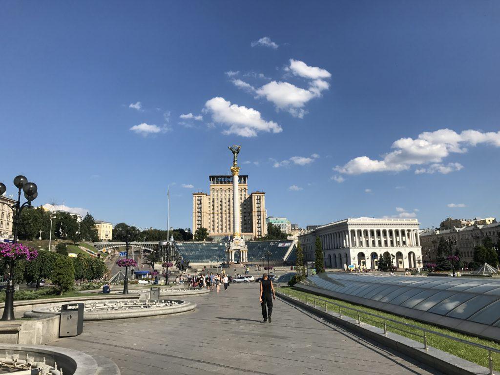 Námestie Majdan a v pozadí hotel Ukraine
